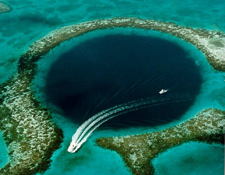 Great Blue Hole fot. U.S. Geological Survey (USGS)