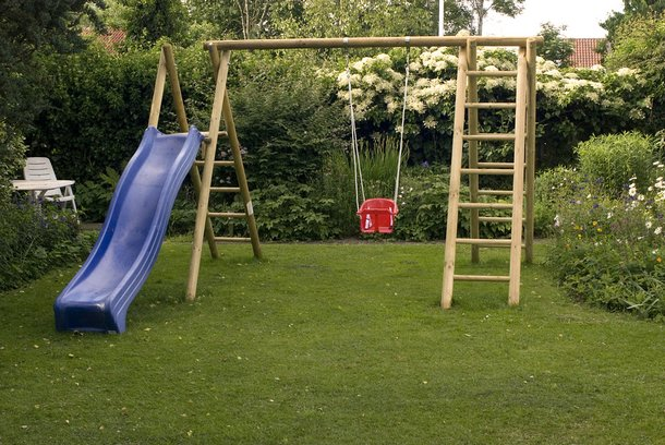 Jak przygotować plac zabaw dla malucha w ogrodzie ?