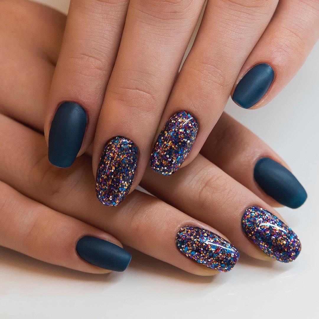 c636954c52 Marzysz o wyjątkowych paznokciach hybrydowych  Zaszalej w karnawale.  Zamiast na wybierane na co dzień delikatne beże i róże