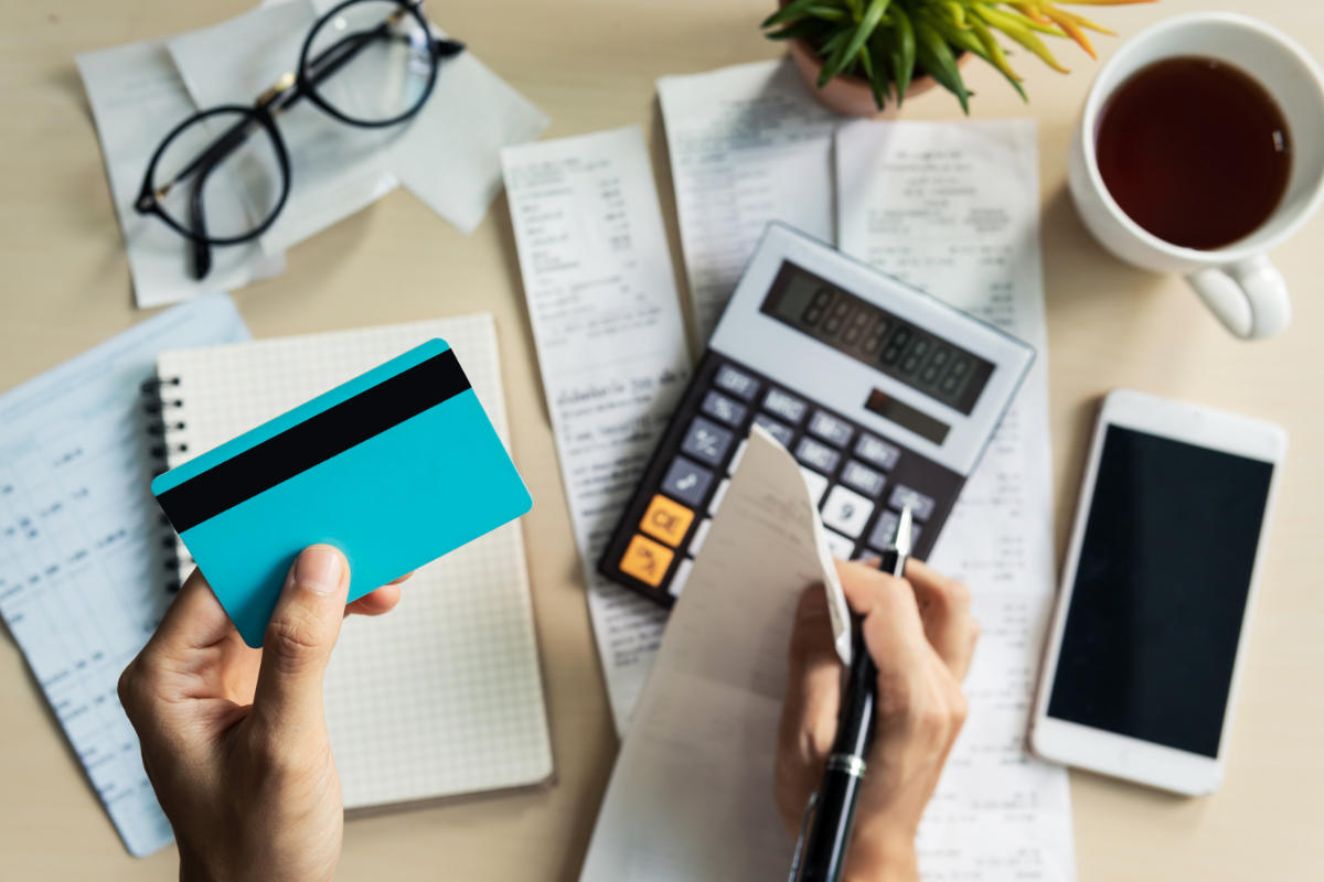 kobieta, kalkulator, rachunek