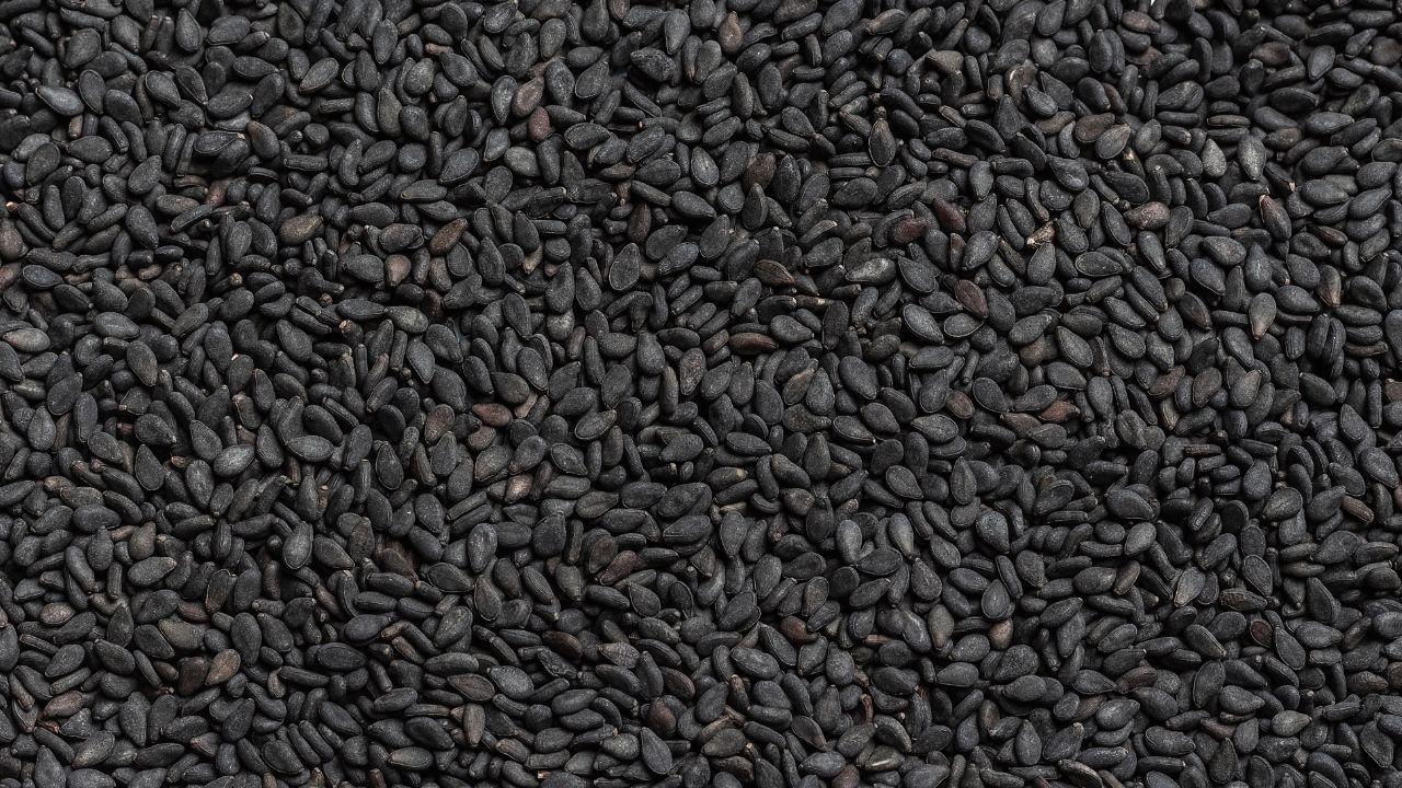czarne ziarna w przybliżeniu