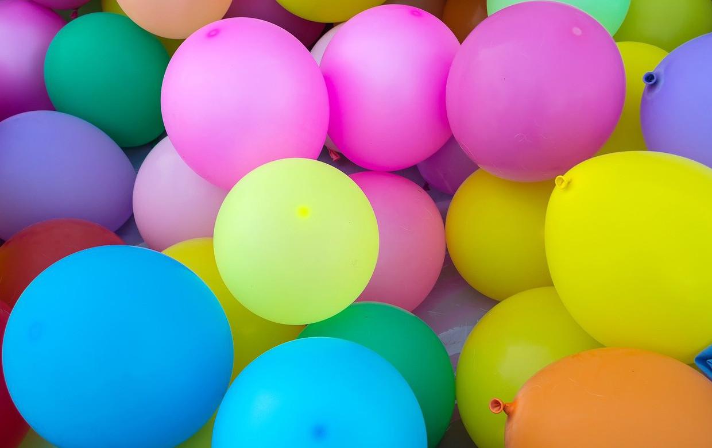 kolorowe balony w dużej ilości