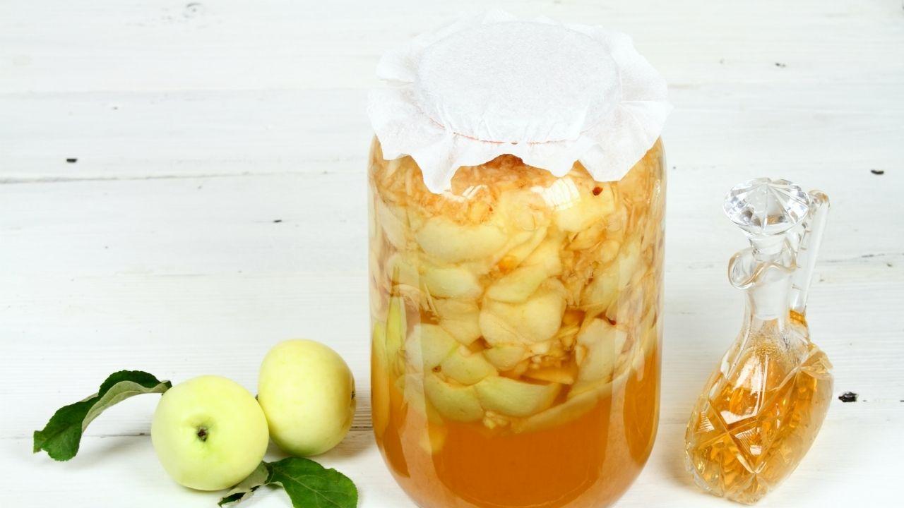 ocet jabłkowy w trakcie fermentacji