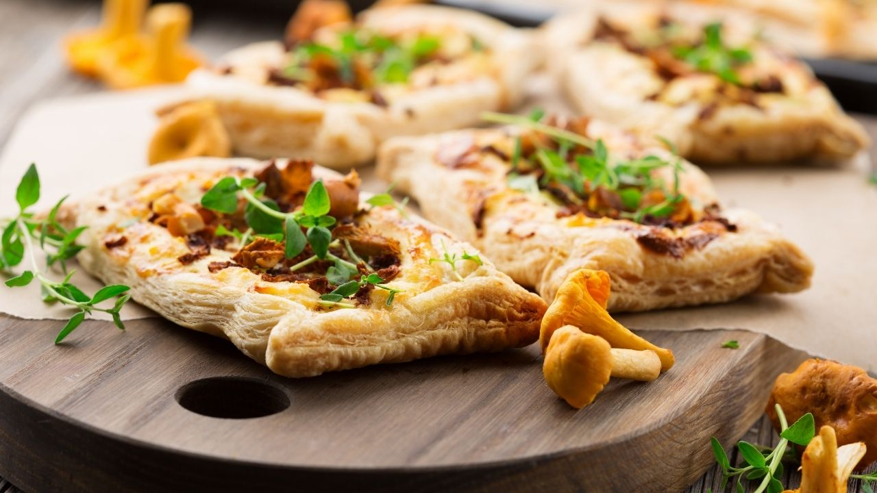 mini pizzerinki z pieczarkami
